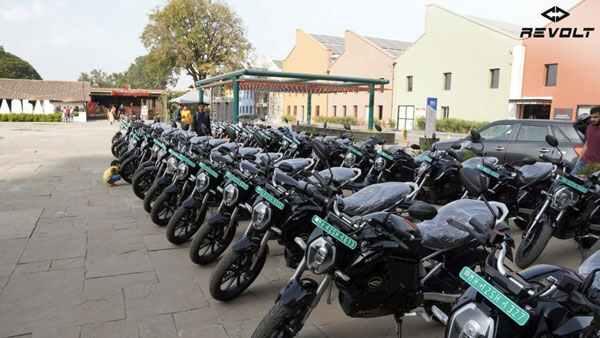 Revolt Starts Delivery Of Rv400 Pune 2 1575293938