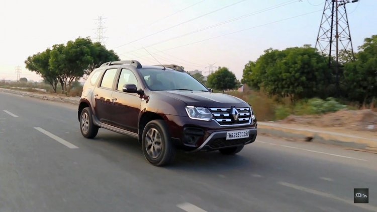 2019 Renault Duster Action Image Front Angle 2