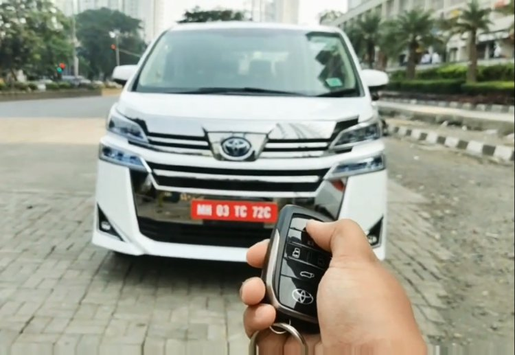 Toyota Vellfire Front Face Grille Shot
