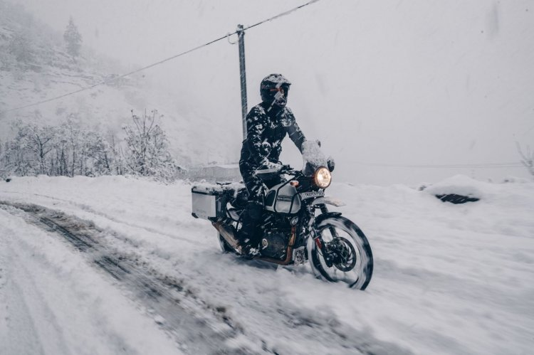 Bs Vi Royal Enfield Himalayan Snow White Outdoor 2