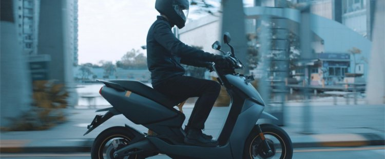 Ather450x Grey Side Profile Motion