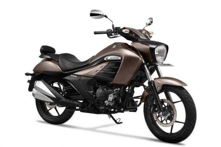 2019 Suzuki Intruder Metallic Matte Titanium Silve