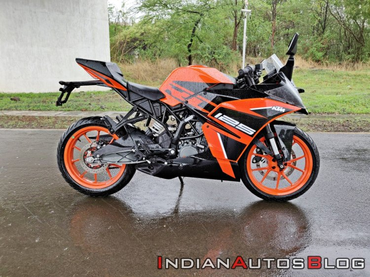 Ktm Rc125 Review Still Shots Right Side 2b7c