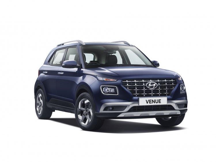 Hyundai Venue Front Three Quarters 6731