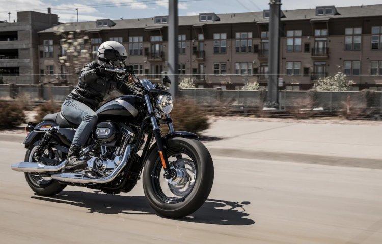 2020 Harley Davidson 1200 Custom In Action