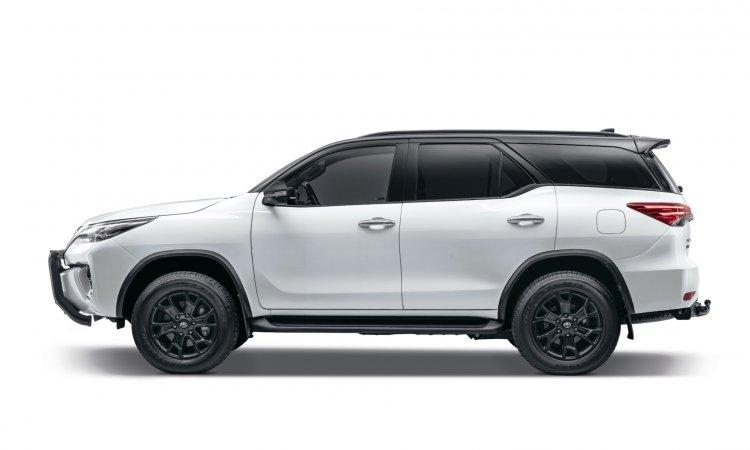 Toyota Fortuner Epic Black Exterior Side Profile