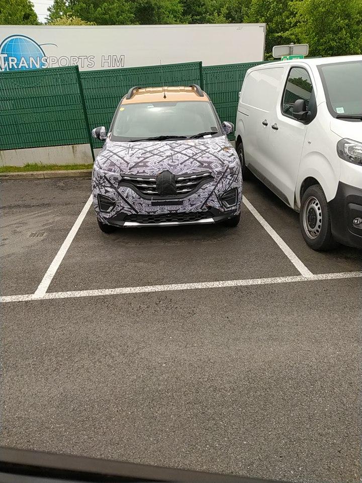Renault Triber Europe Spy Shot
