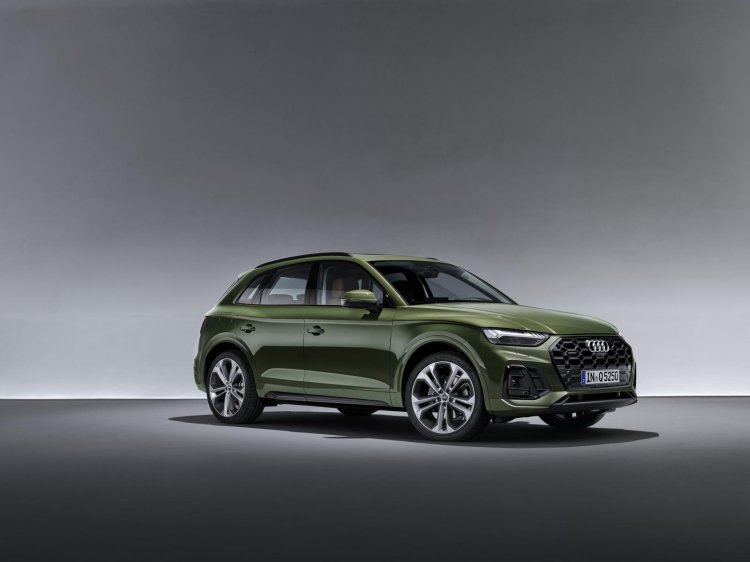 Audi Q5 front three quarter