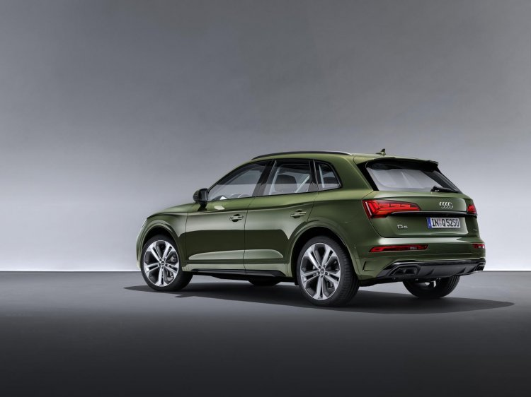 Audi Q5 rear three quarter