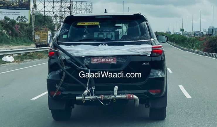 Toyota Fortuner Facelift India Spy Shot No Camoufl