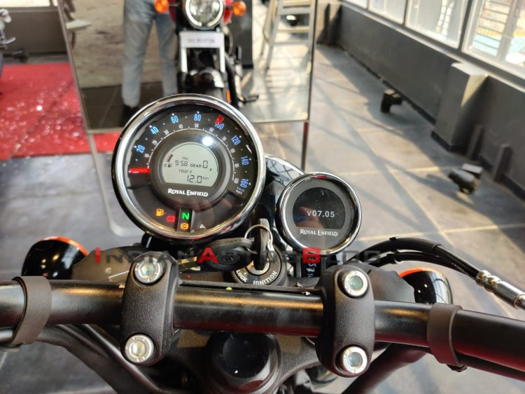 Royal Enfield Meteor 350 Console