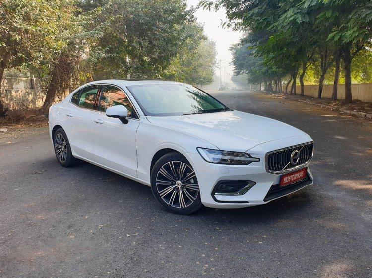 2020 Volvo S60 Front 3 Quarters 2