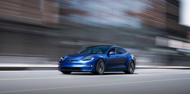 2021 Tesla Model S Front Quarter 3