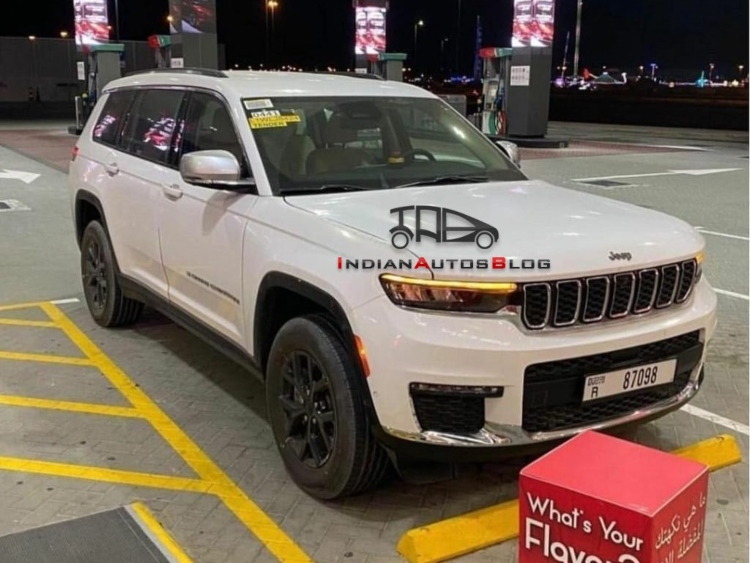 Jeep Grand Cherokee L Front Quarter Spied