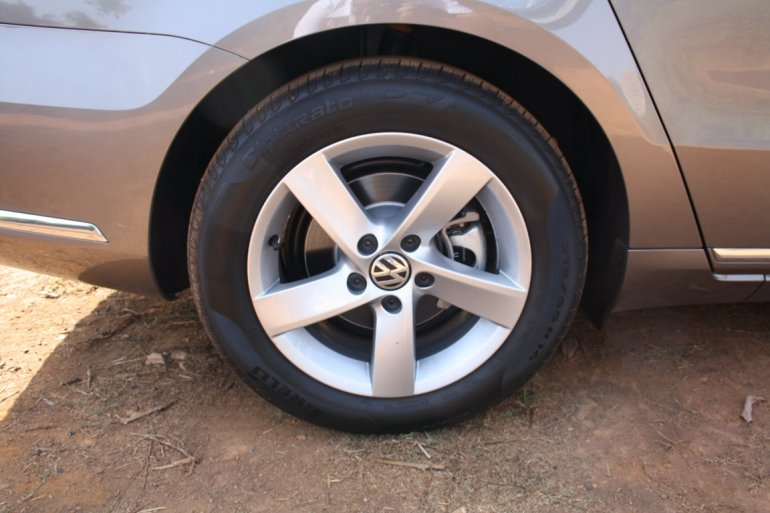 VW Passat BlueMotion India wheels