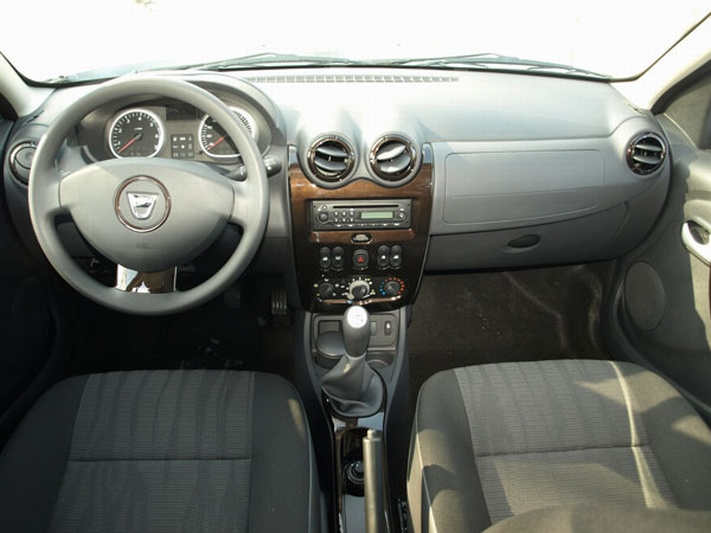 2011 Dacia Duster interior