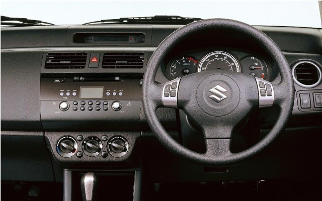 2005 Suzuki Swift dashboard