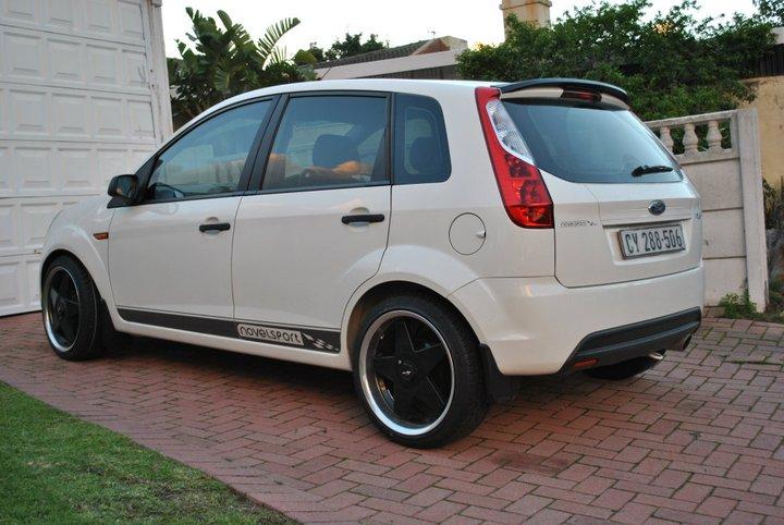 Novelsport Ford Figo rear left