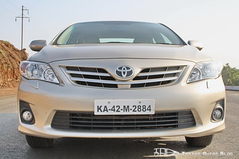 Facelifted_Corolla_Altis_front view