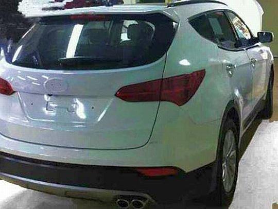 2013 Fluidic Hyundai Santa Fe Crossover rear