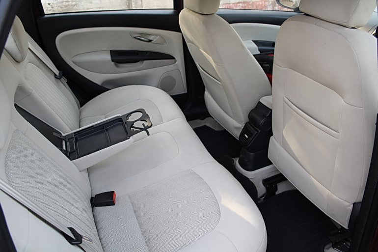 2012 Fiat Linea interiors rear space