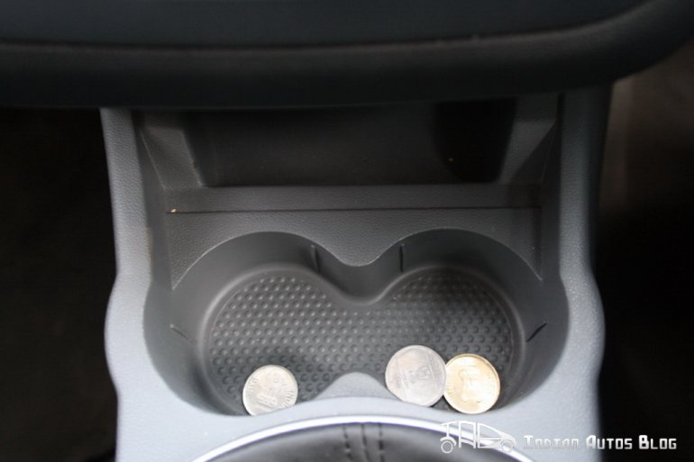 2012 Fiat Punto cup holders
