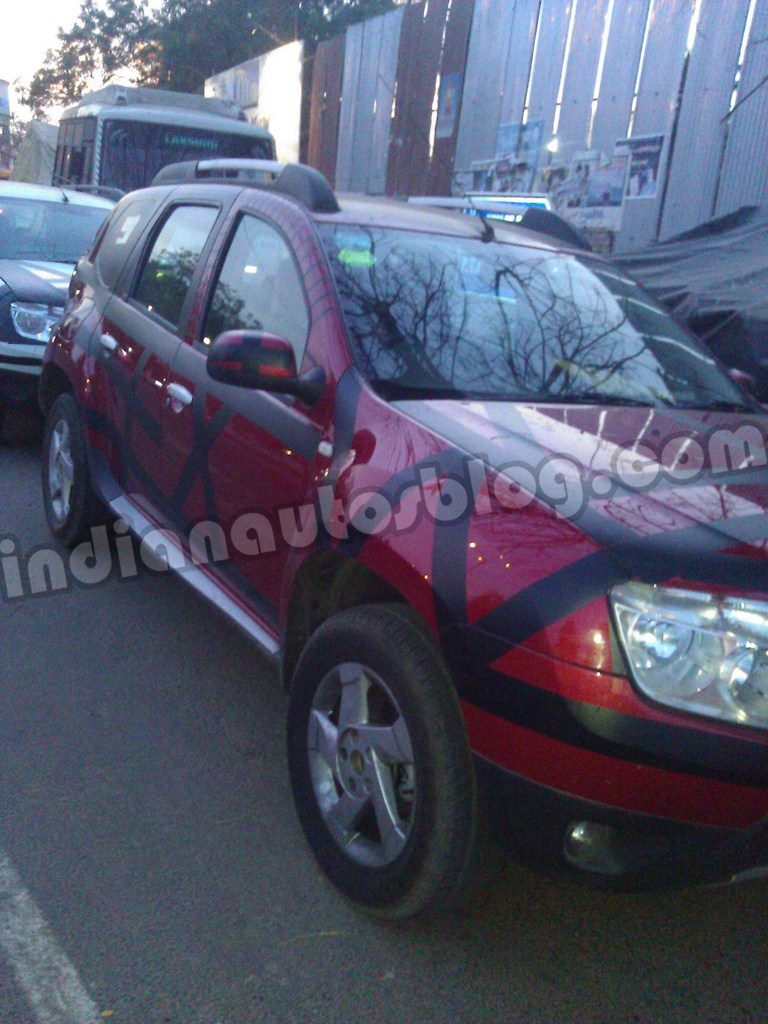 Renault Duster spied front close up