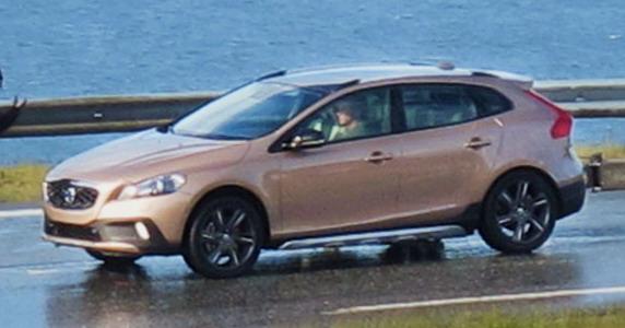 Volvo XC40 front