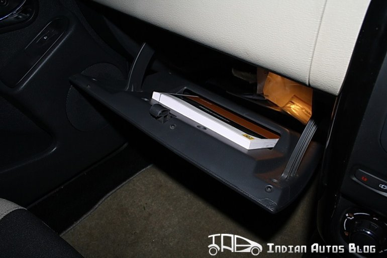 Renault Duster glove box