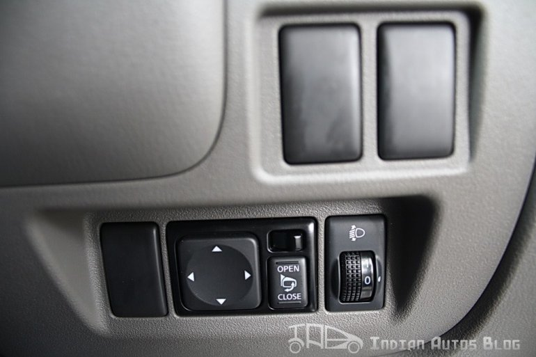 Renault Scala ORVMS switch