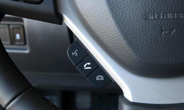 Suzuki-Swift-Navi-Style - steering controls