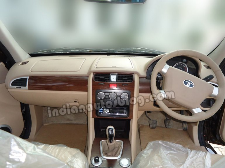 Tata Safari Storme dashboard