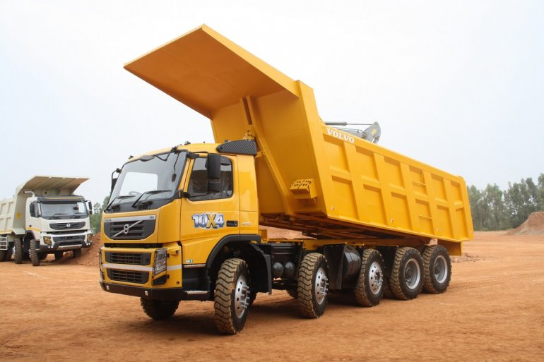 Volvo FM 480 10x4 Dump Truck side view