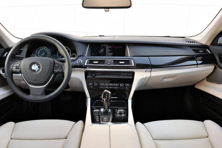 2013 BMW 7 Series dashboard