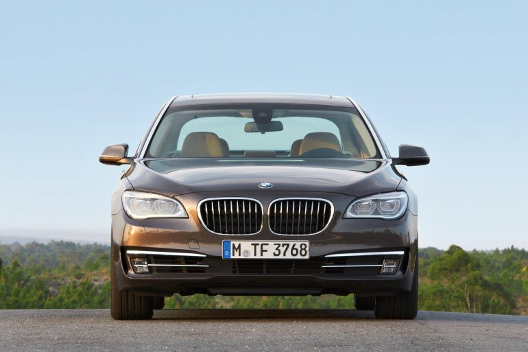 2013 BMW 7 Series front
