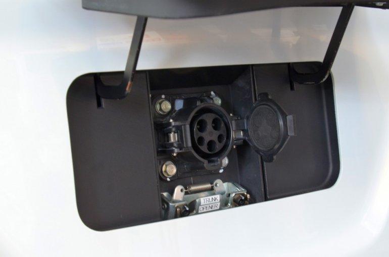 Honda Micro Commuter Prototype EV charging port