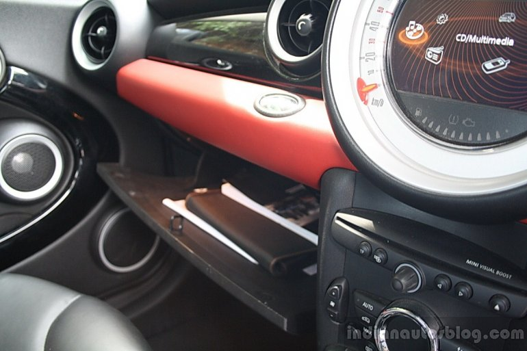 Mini Cooper S glovebox