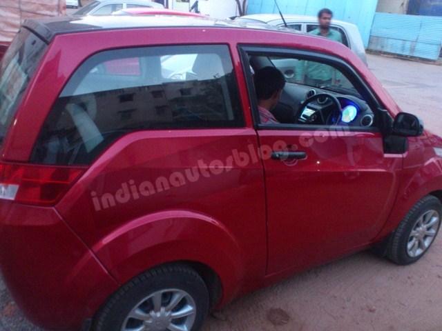 Mahindra E2O interior