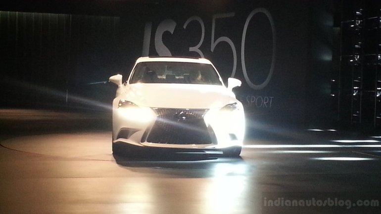 2014 Lexus IS front fascia