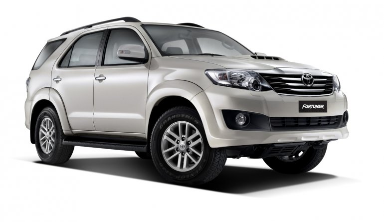 Toyota Fortuner Pearl white mica