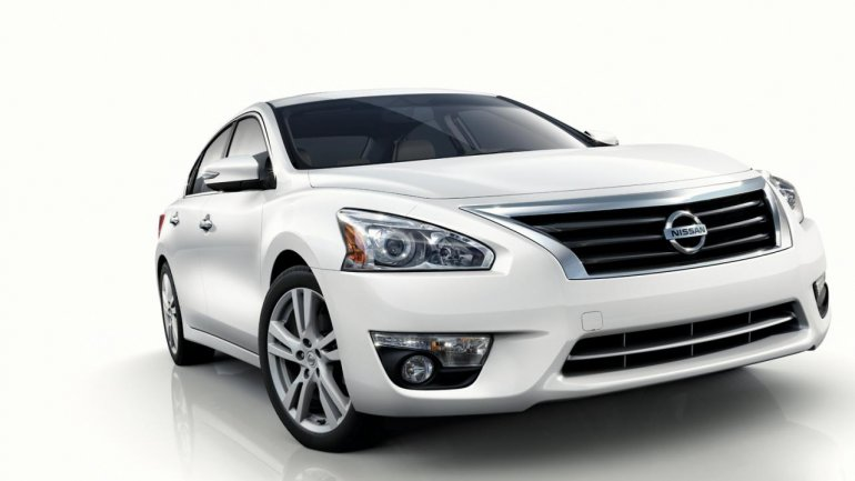 2013 Nissan Altima front