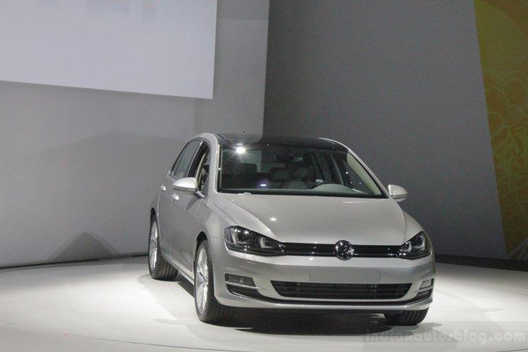 2015 VW Golf front three quarters left