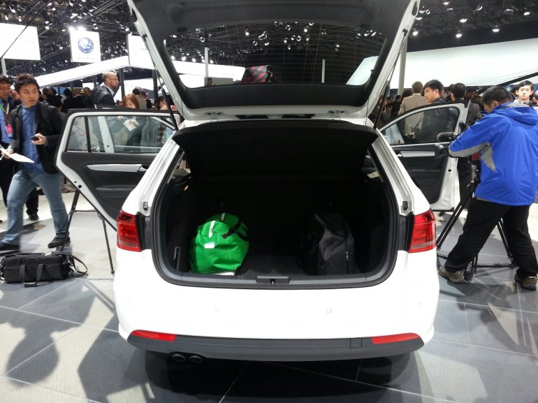 VW Gran Lavida auto shanghai 2013 live rear tail gate open
