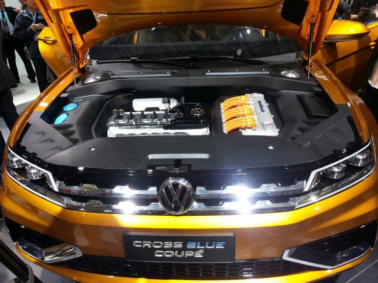 VW Crossblue Concept auto shanghai 2013 engine bay