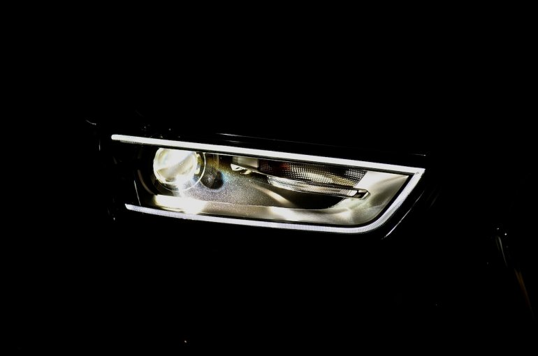 Audi Q3 petrol's headlight feature day time running lights