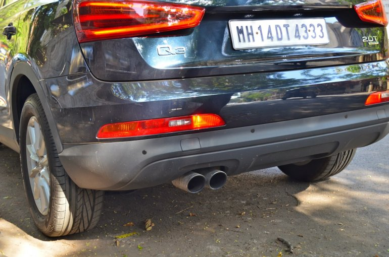 Exhaust pipes of the Audi Q3 petrol