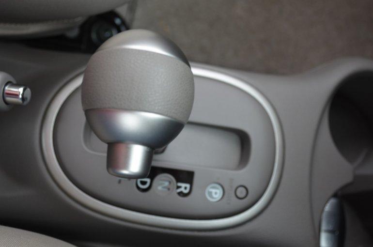 2013 Nissan Micra CVT automatic gearlever