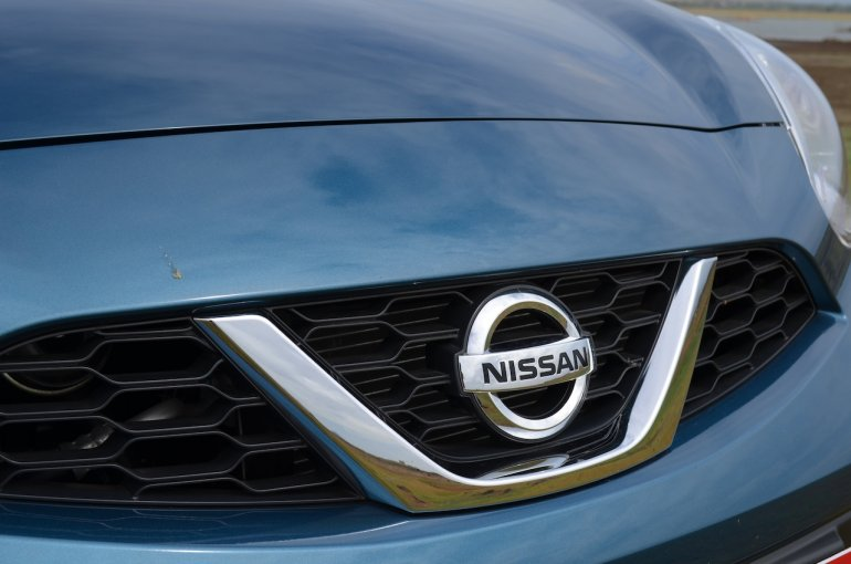 2013 Nissan Micra grill