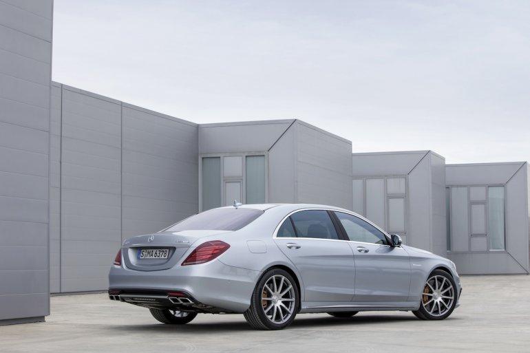 2014-Mercedes-Benz-S63-AMG-rear