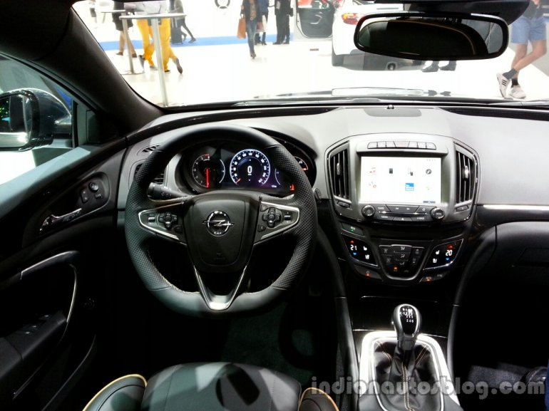 Interior of the 2014 Opel Insigia Country Tourer
